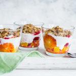 Jogurtine hommikuamps apelsinide ja krõbedate kaerahelvestega