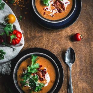 Röstitud tomatitest supp kookospiima ja läätsedega