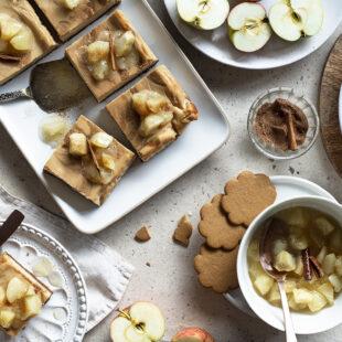 Karamellised juustukoogiruudud õuntega
